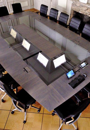 Investerings- maatschappij kiest voor vergadertafel- concept Quarta