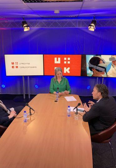 Utrechtse Communicatie kring live vanuit de AVEX Studio