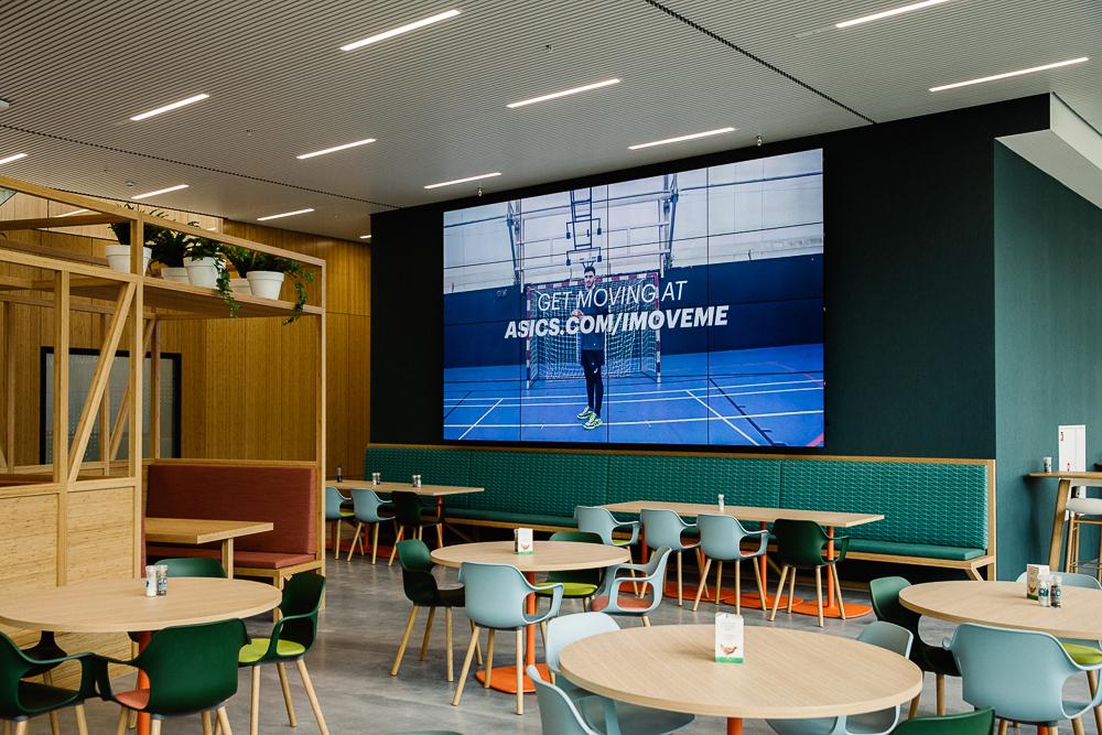 videowall bedrijfsrestaurant Asics