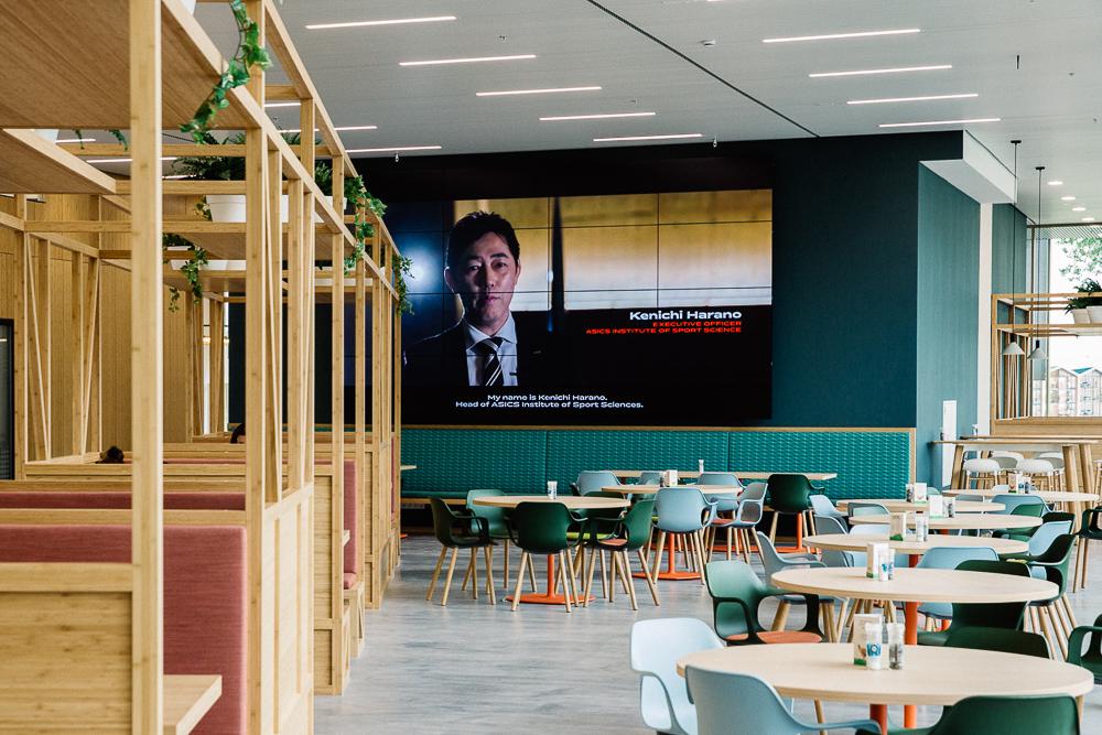 videowall bedrijfsrestaurant Asics 2