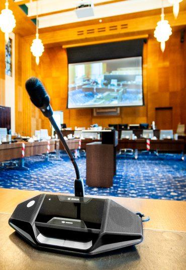 Vernieuwing techniek in de Raadszaal van Enschede