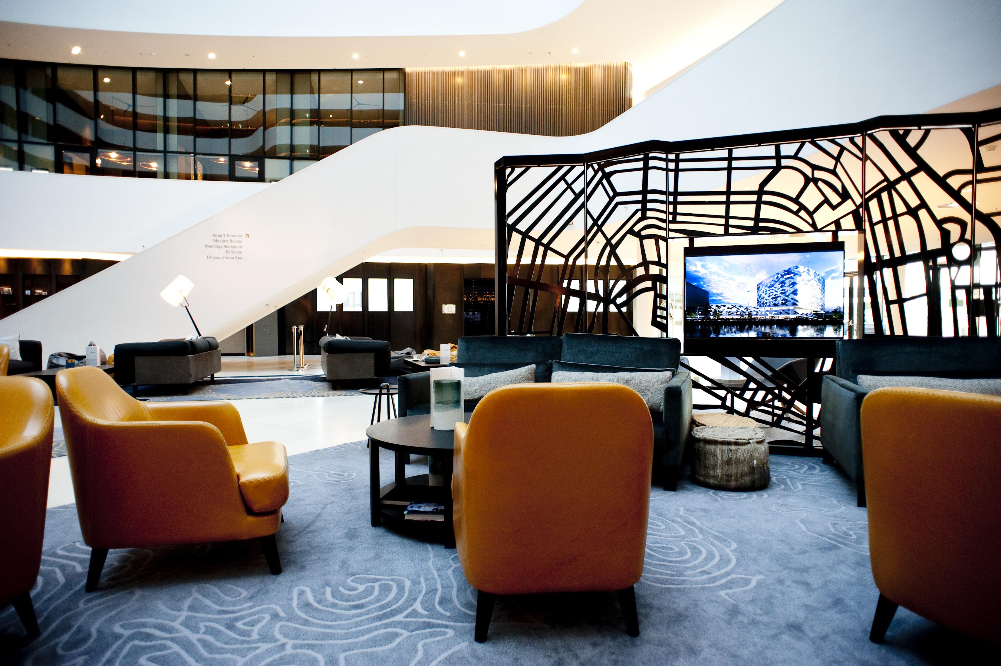 Hilton Airport Schiphol Lobby 11-2