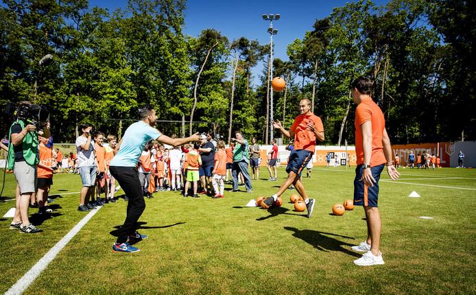 KNVB Oranje Fandag 2017 selfie balletje hooghouden