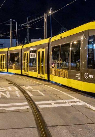 Verwelkoming eerste tram Uithoflijn door Stationsgebied Utrecht