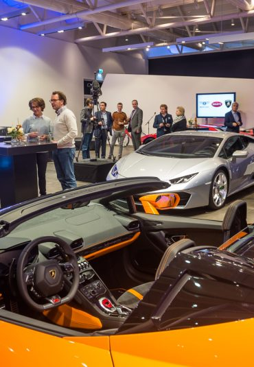 Opening showroom Bentley in het koopmanshuis