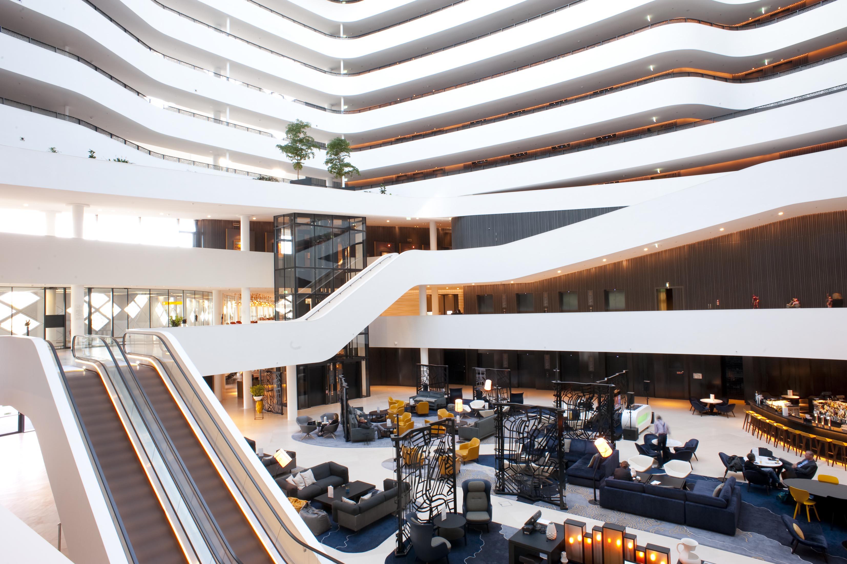 Hilton Airport Schiphol Lobby 6-2