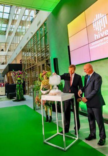 Koning Willem-Alexander opent het Unilever Foods Innovation Centre